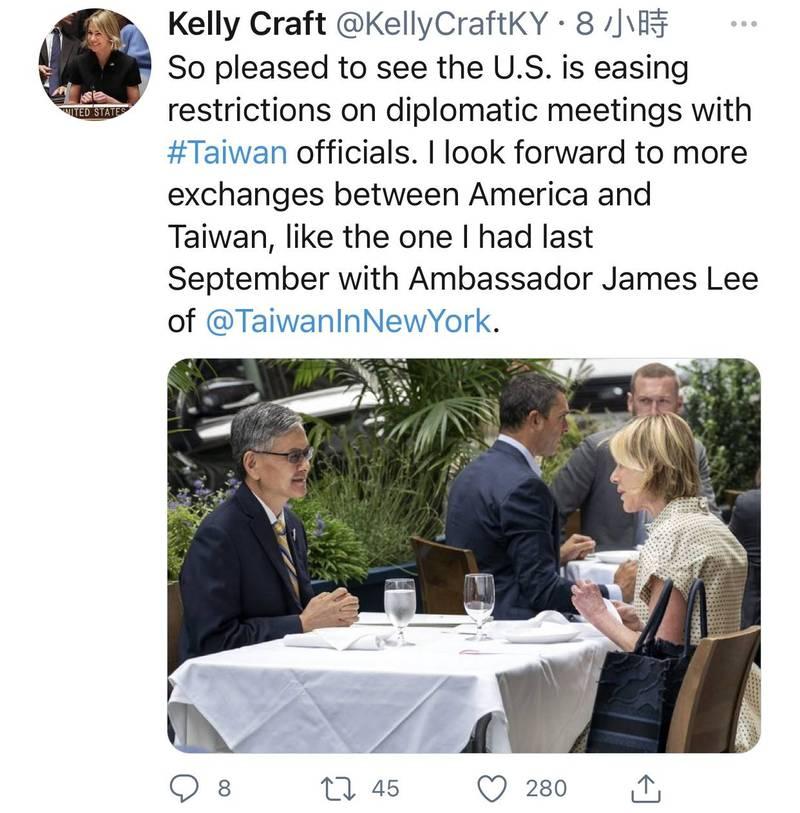 美國前駐聯合國大使克拉夫特在推特貼出她去年9月與我駐紐約辦事處長李光章會晤的照片表示,她很期待看到未來有更多類似的會面。(翻攝網路)