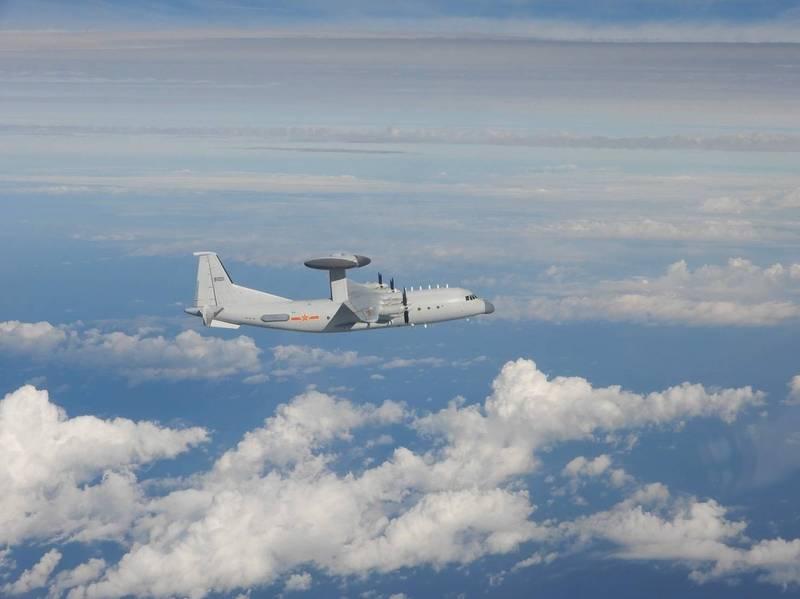 國防部公布本日侵擾我西南空域的空警500預警機同型機照片。(國防部提供)