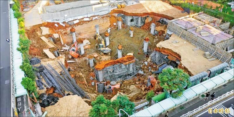 去年平鎮停車場工程崩塌釀1死。(資料照)