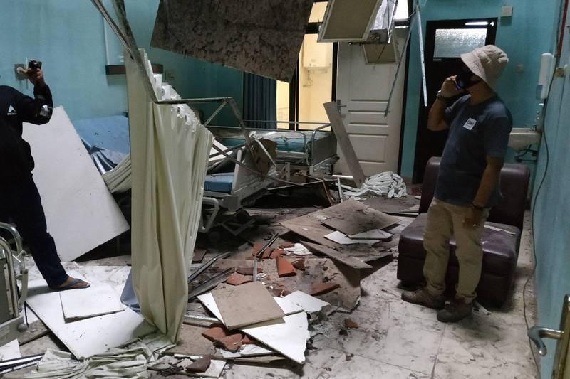 印尼爪哇外海10日發生規模6.0地震,目前已知至少8人罹難。(法新社)