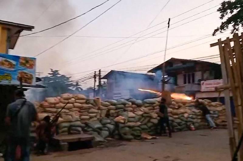 緬甸安全部隊昨天在商業大城仰光附近城鎮勃固圍剿反政變群眾,超過80人不幸死亡。(法新社)