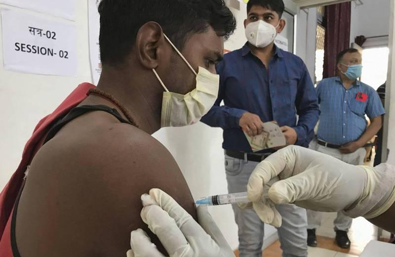 《路透》統計,南亞今(10)日已達到1500萬大關。印度目前正在大力度提升疫苗接種率,每天約有400萬人接種疫苗。(美聯社)