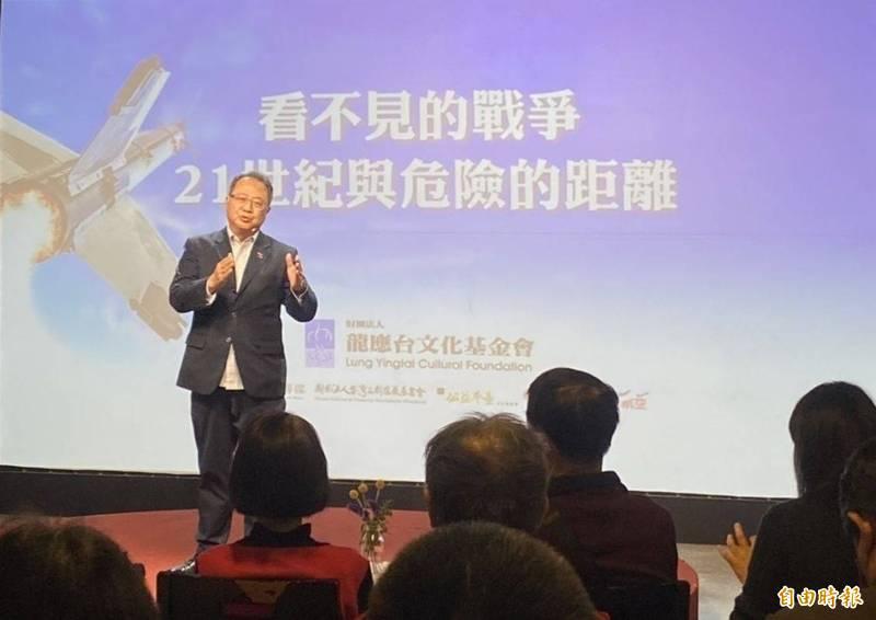 財團法人龍應台文化基金會在台北舉行「你的戰略,我的家園(一)重新認識解放軍」思沙龍,由淡江大學國際事務與戰略研究所副教授黃介正主持。(記者吳書緯攝)