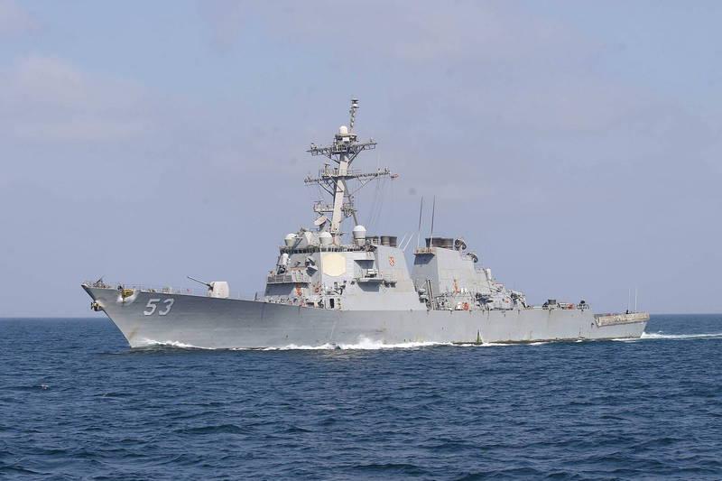 美伯克級驅逐艦約翰·保羅·瓊斯號(見圖)本月7日在印度專屬海域自由航行,引發印度不滿。(歐新社檔案照)