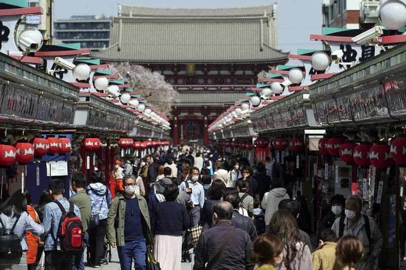 東京都今新增570例,也創下3月21日解除「緊急事態宣言」以來新高紀錄。圖為東京淺草街景。(美聯社資料照)