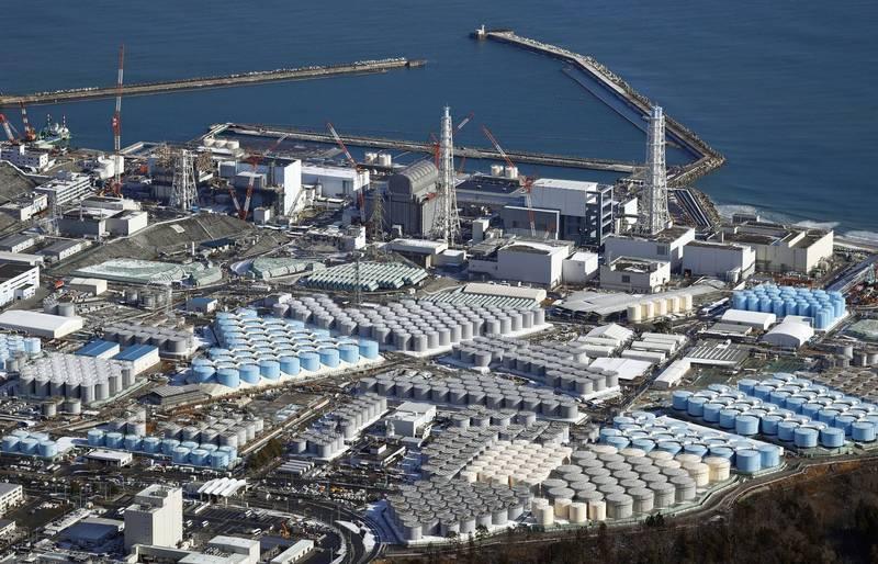 福島第一核電廠貯存核廢棄物和瓦礫等的貨櫃被發現流出輻射量較大的凝膠狀物體。東京電力公司卻說,目前約有4000個貨櫃無法掌握裡面裝什麼。(美聯社)