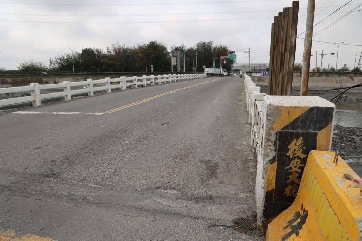麥寮鄉後安大橋,橋寬不足,橋齡偏高,需要改建。(記者詹士弘翻攝)