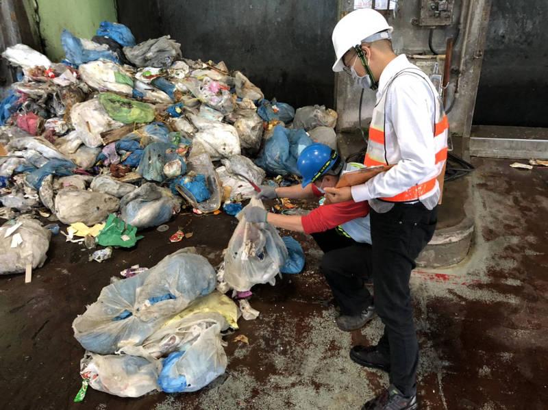 彰化縣去年第4季垃圾減量比前年同期,大減1075公噸。(環保局提供)