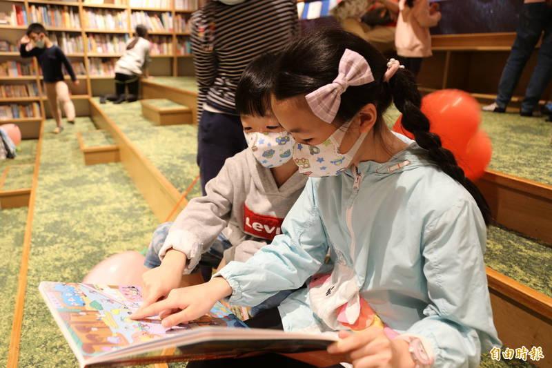 亞洲第1本以兒童醫院為主題的《台大兒童醫院多多書》,今天舉行新書發表。 (記者邱芷柔攝)