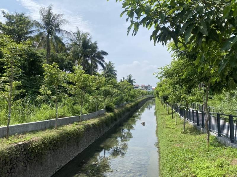 高雄市府水利局推動旗山5號排水1期工程,打造美麗的親水河岸。(高雄市府提供)