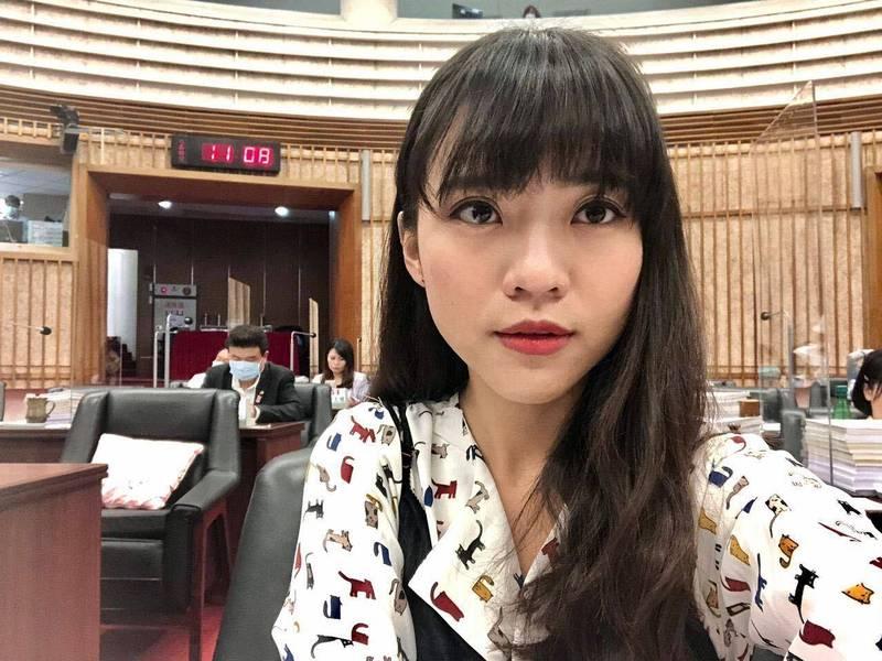 針對台北市長柯文哲被問及對核四商轉立場的回應,高市議員黃捷發文嗆柯。(黃捷臉書)