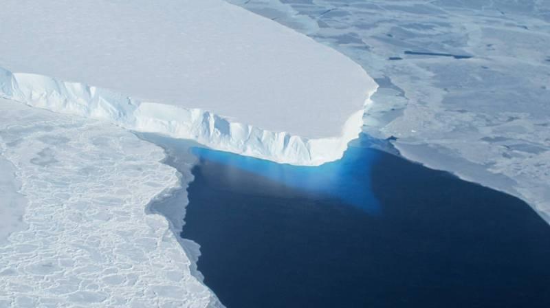 科學家示警,南極被稱為「末日冰川」的思韋茨冰川正以超乎預期的速度融化。(法新社檔案照)