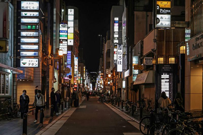 日本大阪府今日新增760例確診,除了是疫情以來週日最高確診數,同時也已經是該地區連續第6天單日確診破700人。(彭博)