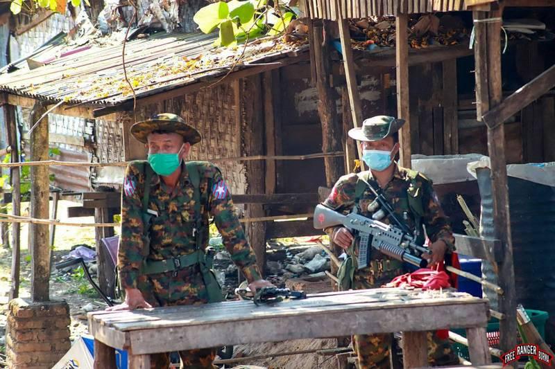 緬甸軍警在勃固鎮圍剿示威者,對示威者發射槍榴彈,造成82人死亡。圖為緬甸士兵。(法新社)