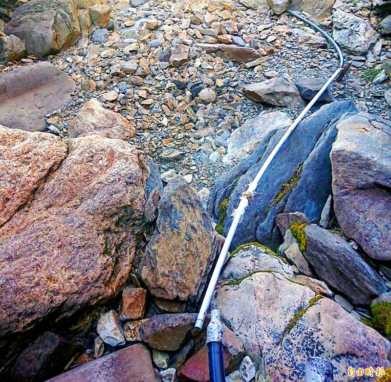 A dried-up riverbed above the Paiyun Lodge in Yushan National Park is pictured yesterday. Photo copied by Hsieh Chieh-yu, Taipei Times