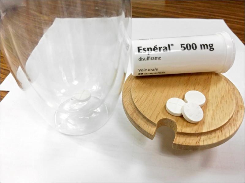 中研院團隊發現治療慢性酒癮的藥物「雙硫侖Disulfiram」與「瑞德西韋」合併使用,可有效增強抑制武肺病毒。(資料照,記者劉濱銓翻攝)
