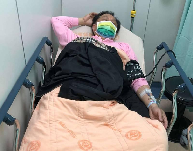 彰化市長林世賢今天清晨3點突然痛到醒來,被送到彰化基督教醫院急診,診斷出是腎結石發作。 (記者湯世名翻攝)