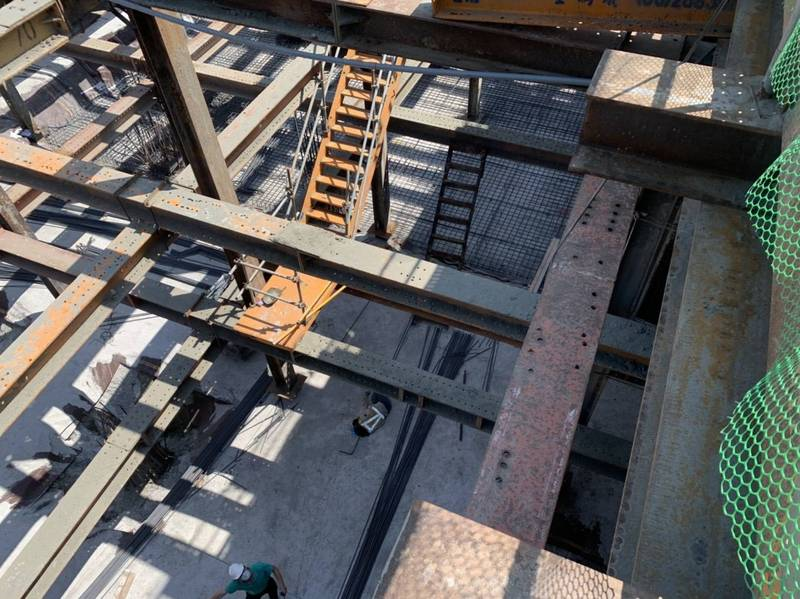 1男工人墜落約10米深的地下停車場工地。(圖由民眾提供)