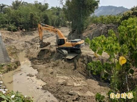 水利局推動阿公店水庫上游野溪整治工程,預計7月完工。(記者陳文嬋攝)