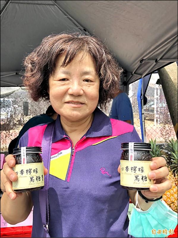 屏東縣九如鄉農會昨天推出新產品「檸檬黑糖膏」。(記者羅欣貞攝)