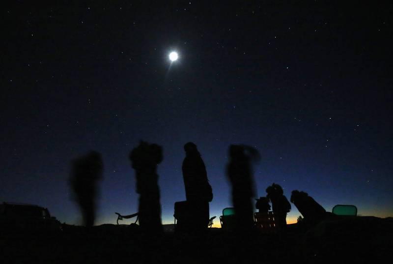 美國一名UFO獵人PO出一段目擊影片,疑似一架鑽石形狀的UFO在夜空中從左到右緩慢飛過,且奇怪的是,該處附近沒有農場,隔天卻莫名出現2隻離奇暴斃的乳牛,讓外星人到訪的傳聞再度引發熱議。圖為示意圖。(路透資料照)