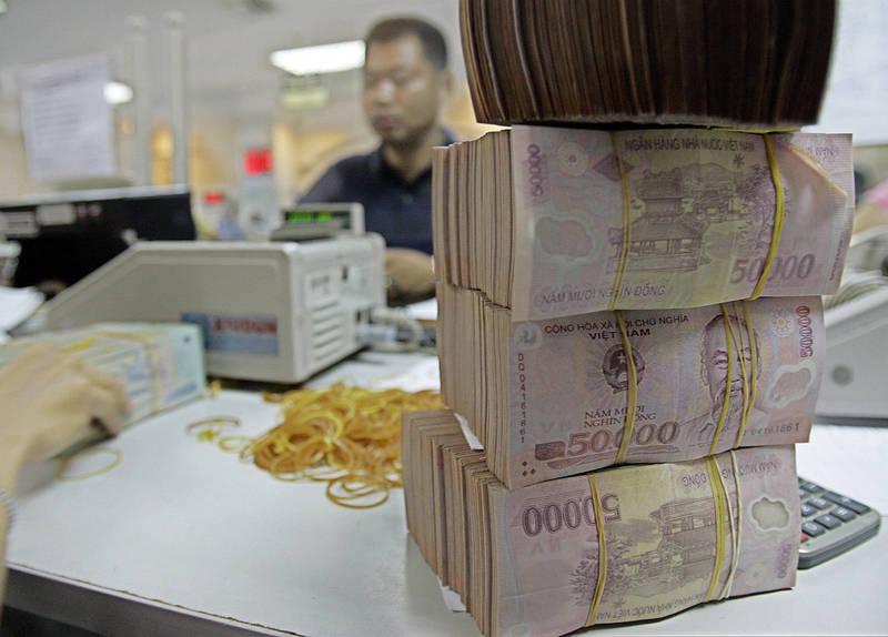 越南快遞員阿泰銀行帳戶日前突然入帳4億越南盾(約新台幣49.6萬元),嚇得他趕緊通報銀行,示意圖。(美聯社)