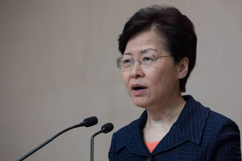 香港特首林鄭月娥(見圖)今天宣布月底將逐步放寬香港防疫限制措施,5月中會推行讓內地人士輕鬆來港的「來港易」計畫。(歐新社)