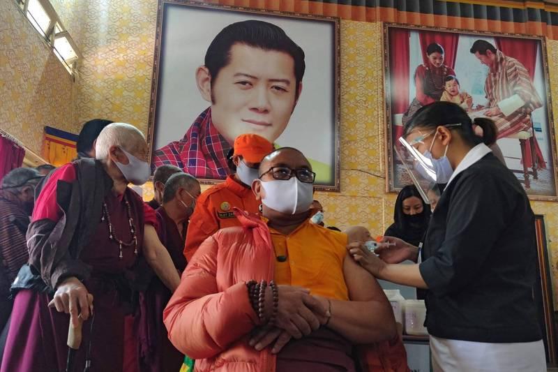 不丹在短短16天內,就已為國內近93%成年人施打武肺疫苗。(法新社)