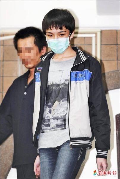 黃琪(中)冒充名人詐騙1.2億元,今再度遭判刑。(資料照)