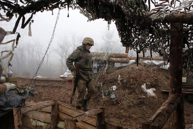 烏克蘭部隊在東部遭到親俄武裝分子攻擊,造成1死1傷。圖為烏克蘭士兵。(美聯社)