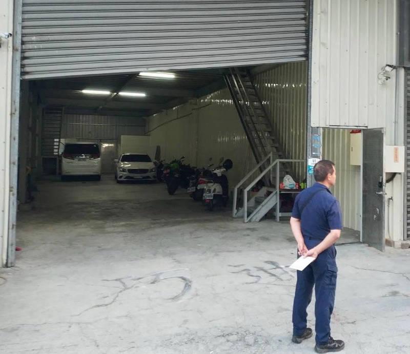 高市仁武區一鐵皮屋今晨遭人開槍,4人受傷送醫搶救中。(讀者提供)