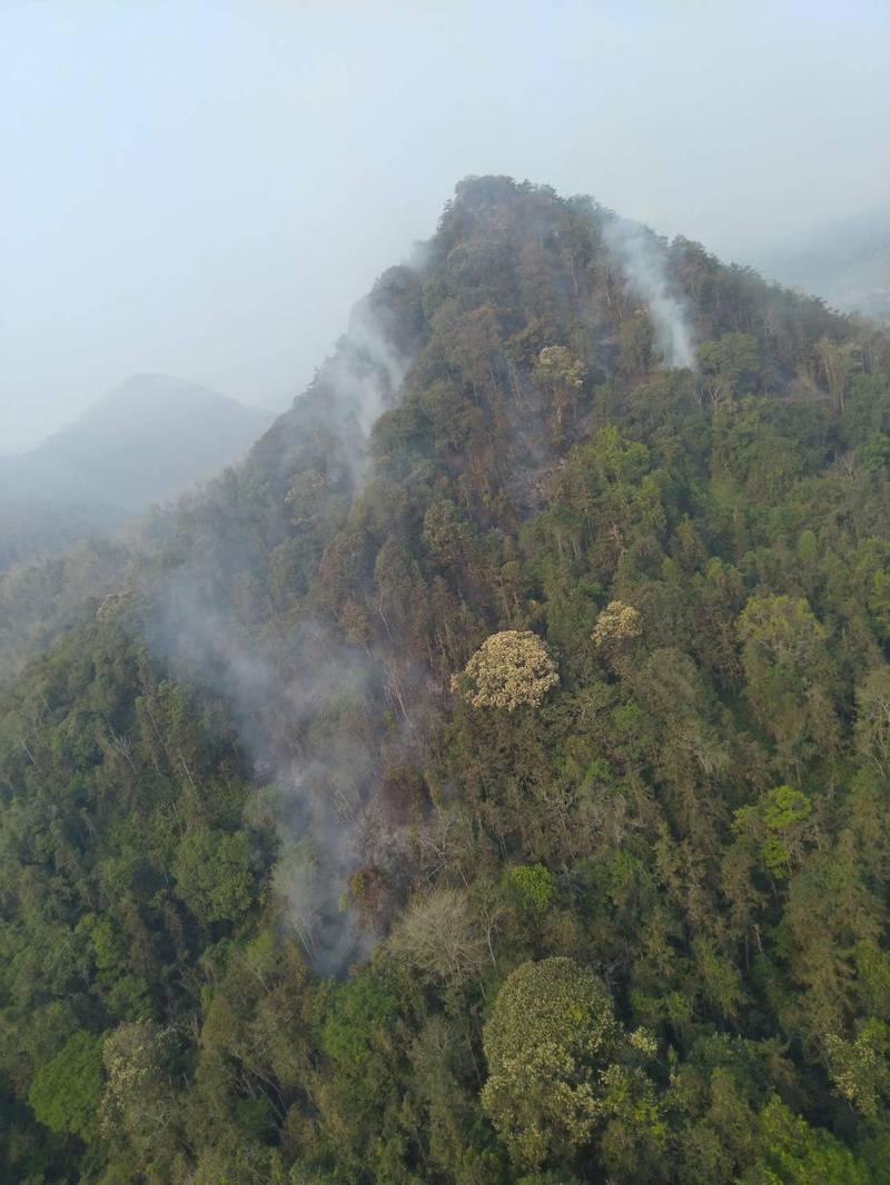 南投魚池火燒山,空勤隊空中救援。(空勤總隊勤務第二大隊提供)
