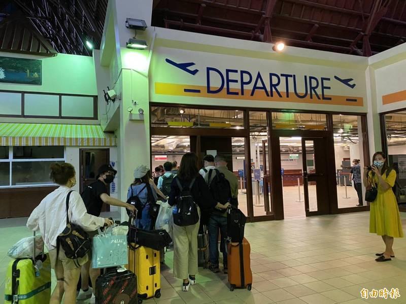 中華航空今天證實,4月14日與4月17日去程航班僅2人訂位,因此4月14日去程部份改成不載客營運,回程維持正常運行。(記者蕭玗欣攝)