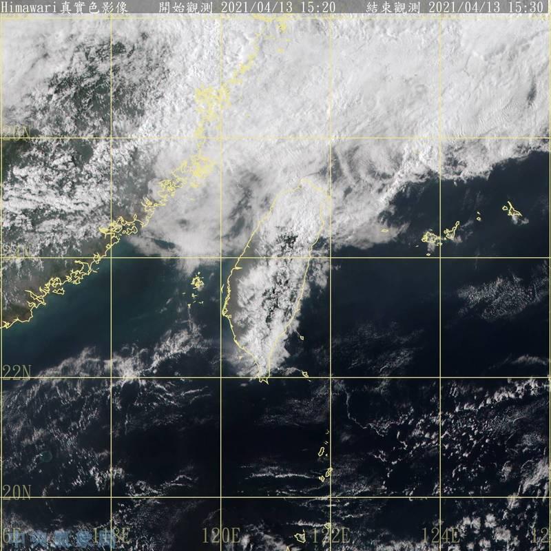 氣象局表示,這波鋒面水氣雖還搭配上一些華南水氣,但整體雨勢不大,仍無法紓解中南部水情。(記者蕭玗欣翻攝)