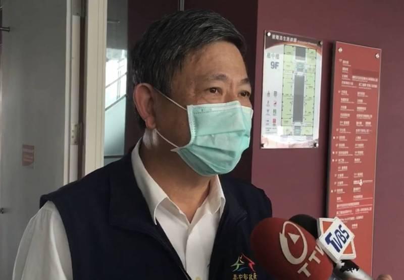 台中市社會局長彭懷真昨天注射AZ疫苗後半夜發燒39度、發抖、頭痛而請假,今天下午退燒至37度銷假上班。(記者蔡淑媛翻攝)
