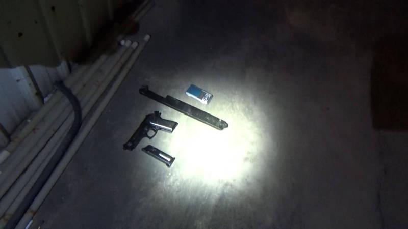 警方在林男車內起獲空氣手槍及彈匣。(民眾提供)
