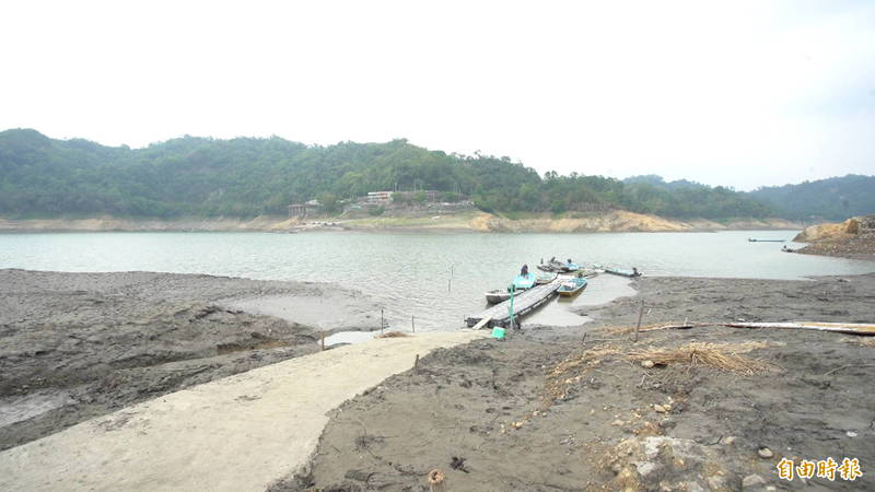 石門水庫集水區上游的薑母島淤泥越來越深。(記者李容萍攝)