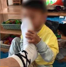 中國江西「紅黃藍幼稚園」一名老師PO出學童聞腳照,還稱「M屬性」要從小培養,引發撻伐。(圖擷取自微博)