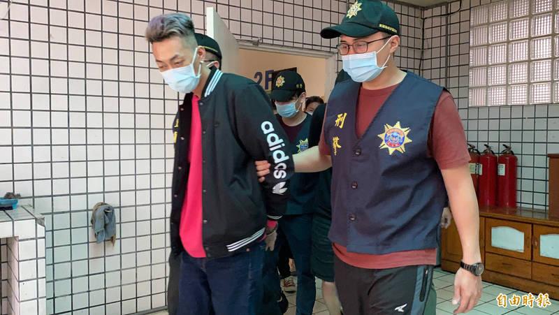 警方逮獲連男(見圖)等人。(記者蔡昀容攝)