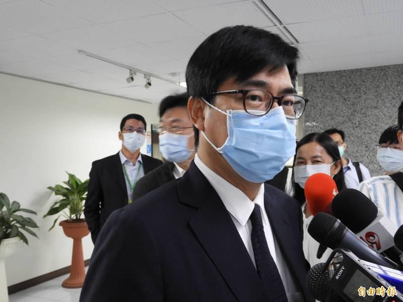 高雄市長陳其邁今天將施打疫苗,他強調「打AZ疫苗是利大於弊」。(記者葛祐豪攝)