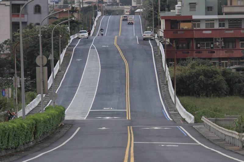 金山磺清路筆直又有坡度,是萬金石馬拉松的重點路段之一。(金山區公所提供)