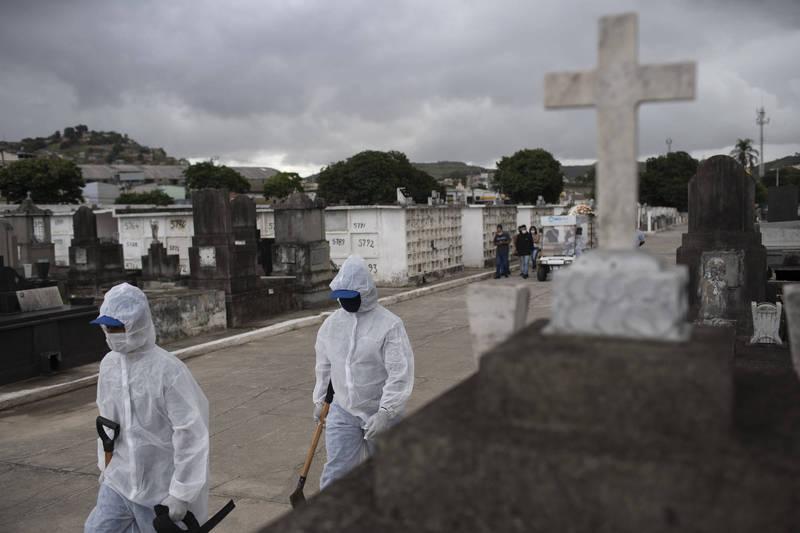 巴西里約熱內盧上月的死亡人數超過總出生人數達16%之多,被認為是該國武肺危機的毀滅性指標。(美聯社)