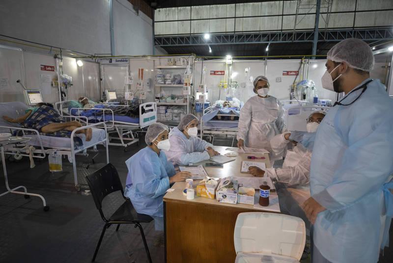 印度在過去一天再新增逾16萬人確診武漢肺炎,巴西也再增超過8萬例,伊朗則是新增超過2.4萬例再創新高,且正面臨第4波疫情。(美聯社)