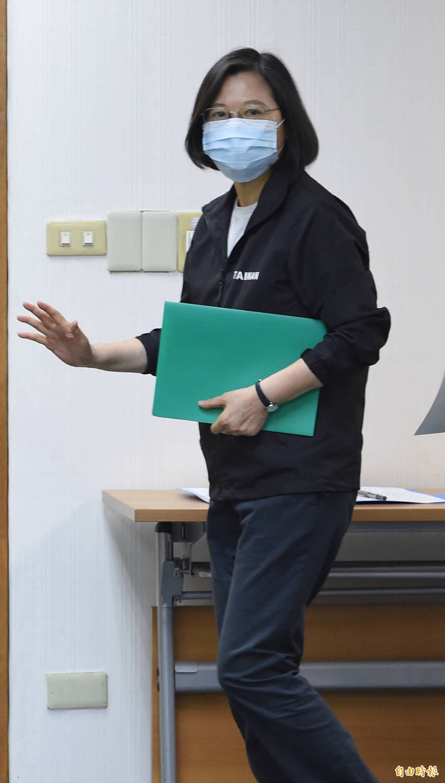 民進黨主席蔡英文14日主持中常會。(記者劉信德攝)