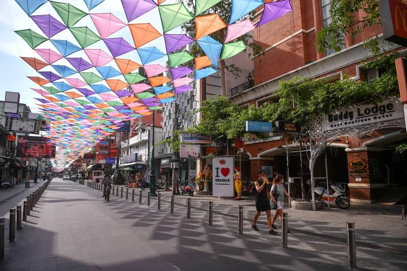 今年潑水節因政府的禁令,導致街上看不到往年人山人海的景象。(路透)