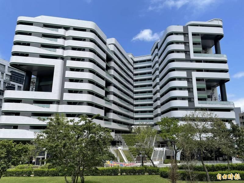 台北市第二階段社會住宅用地引爆中央、地方口角。圖為台北市內湖區新落成的瑞光社宅。(資料照,記者鄭名翔攝)