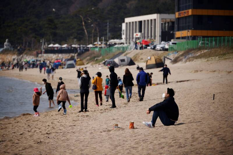 南韓中央防疫對策本部今通報,截至0時比前一天新增731例武漢肺炎(新型冠狀病毒病,COVID-19)確診。(路透)