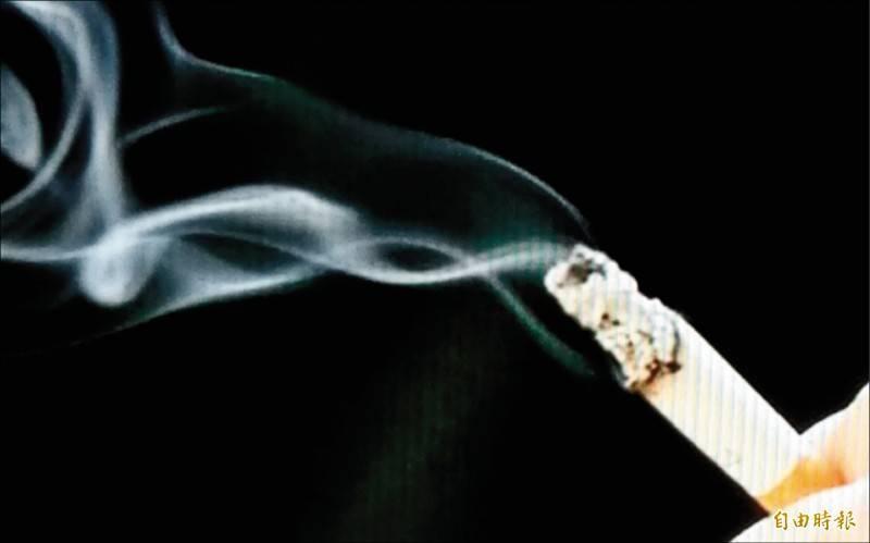 詹姓男藝人擋不住菸的誘惑,遭公司依違反合約求償,法官判詹男須賠償公司11.5萬元。(示意圖)