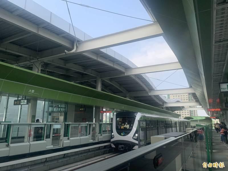 台中捷運綠線已上路力拚月營運量上升,但藍線及橘線的運量規劃年已達130及140年,讓議員覺得還要等很久。(記者唐在馨攝)