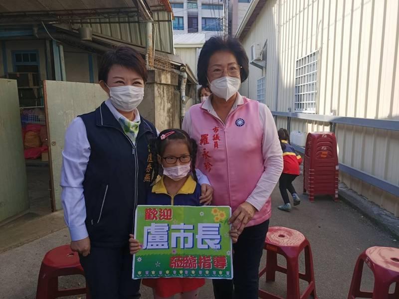 詐騙集團冒用其名義詐財,台中市議員羅永珍(右)呼籲民眾不要再被騙。(羅永珍服務處提供)